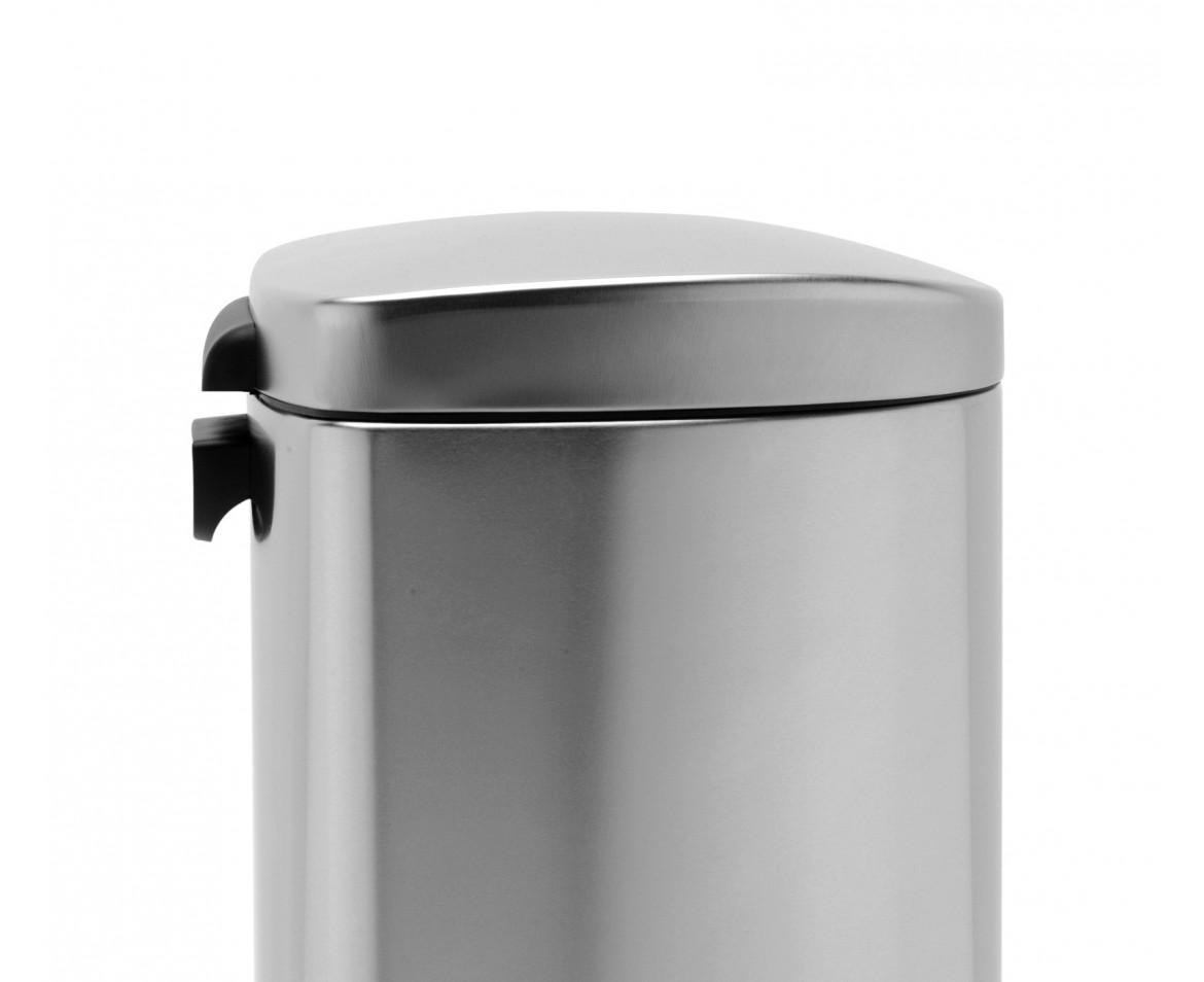 simplehuman round step trash can stainless steel plastic lid